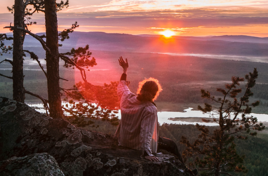 Auringonlasku ja ihminen